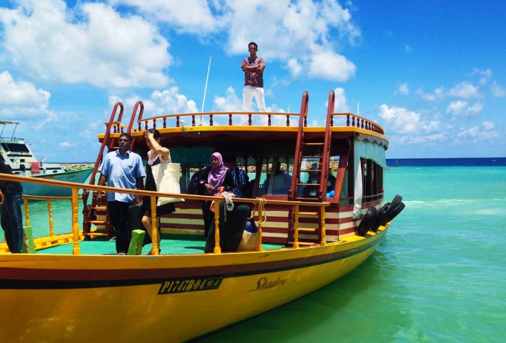 Лодка - самый распространенный вид трансфера на Мальдивах