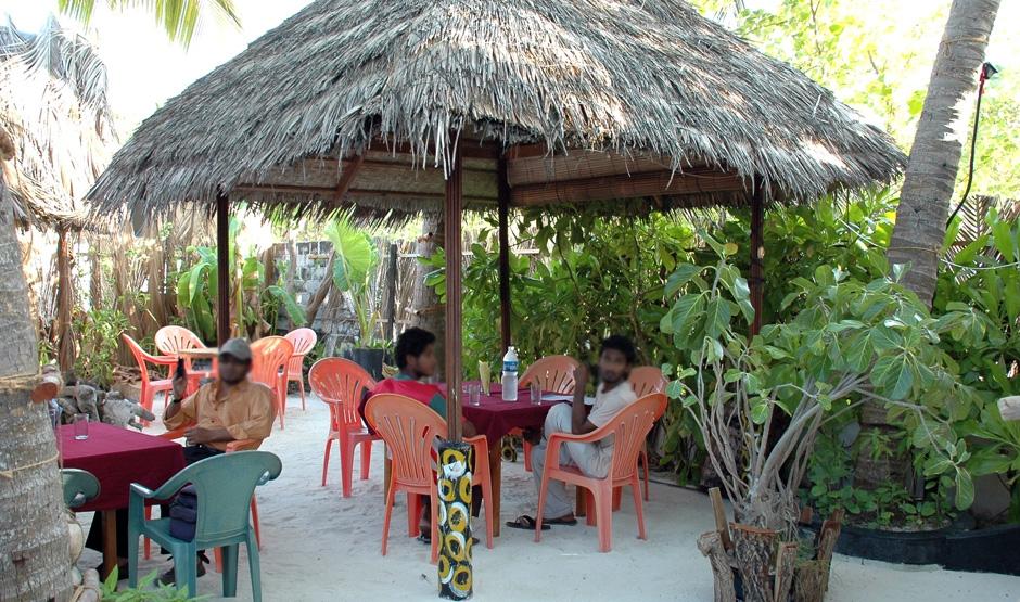 Кафе на жилых островах выглядят везде одинаково