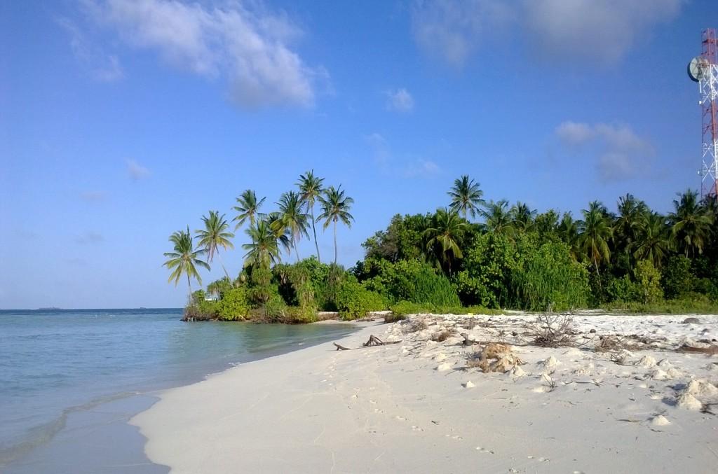 Dhangethi пляж